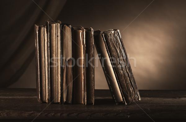 ősi könyvek öreg asztal csendélet műveltség Stock fotó © stokkete