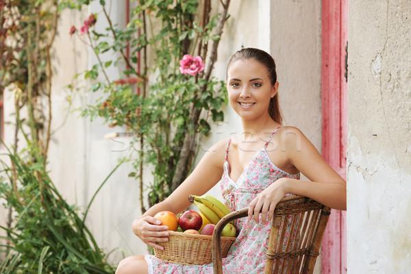 Здоровый образ жизни красивая девушка корзины свежие фрукты фрукты улыбаясь Сток-фото © stokkete