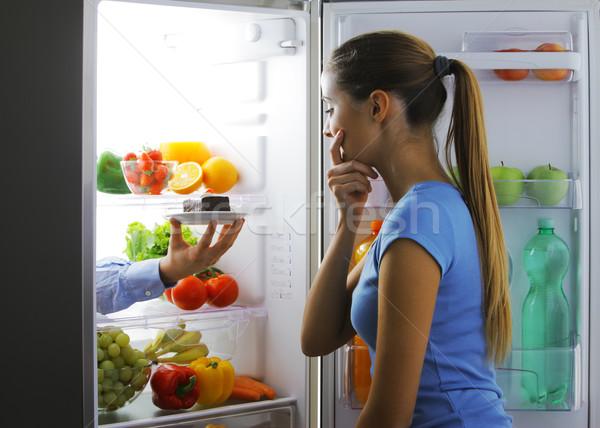 Dolce tentazione donna rovina dieta frutta Foto d'archivio © stokkete