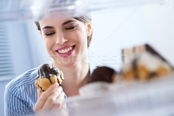 女性 食べ 甘い食べ物 若い女性 ペストリー ストックフォト © stokkete