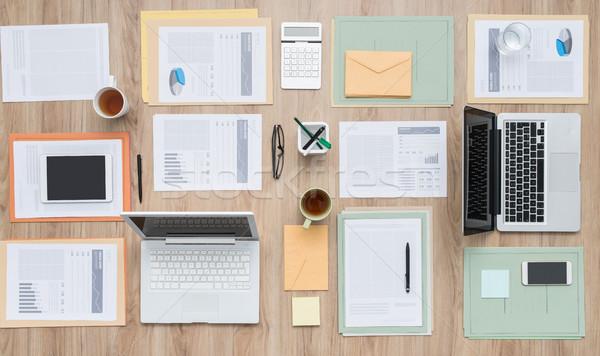 Stok fotoğraf: Iş · ekibi · masaüstü · ofis · evrak · dizüstü · bilgisayarlar · Internet