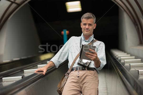 Turistica scala mobile touch screen tablet ricerca Foto d'archivio © stokkete