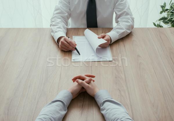 Entrevista de emprego examinador leitura emprego recrutamento Foto stock © stokkete