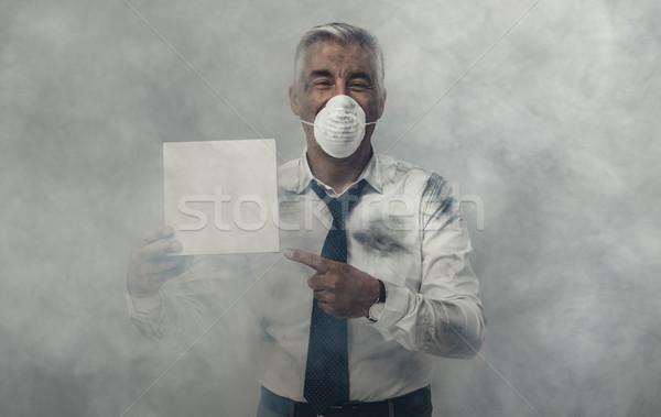 Hombre contaminación máscara signo Foto stock © stokkete