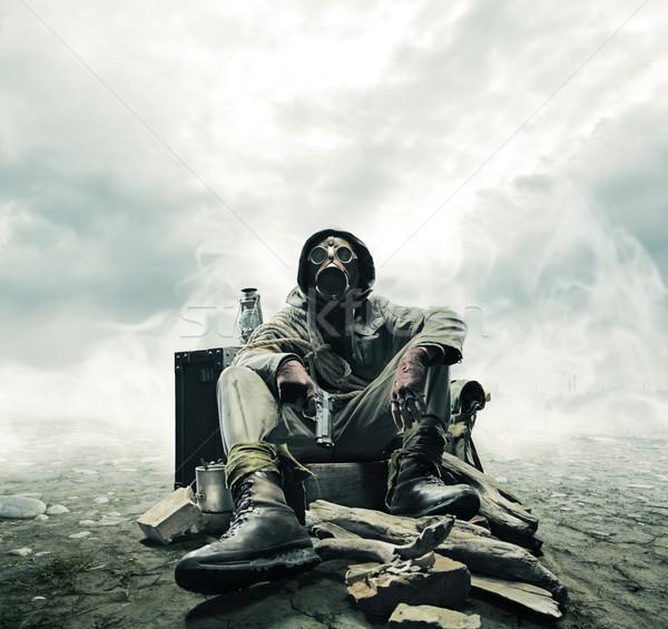 Környezeti szerencsétlenség posta apokaliptikus túlélő gázmaszk Stock fotó © stokkete