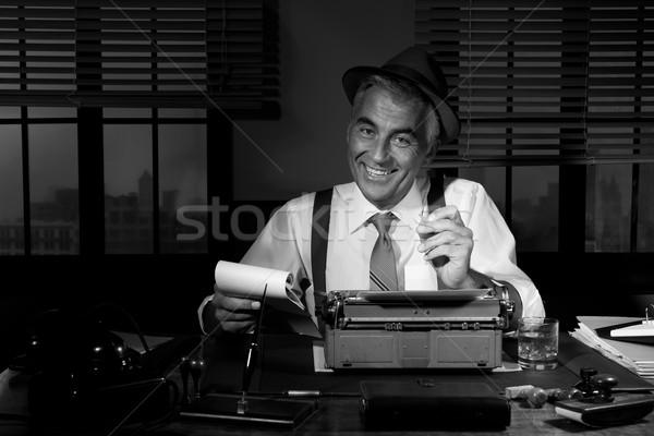 Professionele verslaggever beneden merkt werk Stockfoto © stokkete