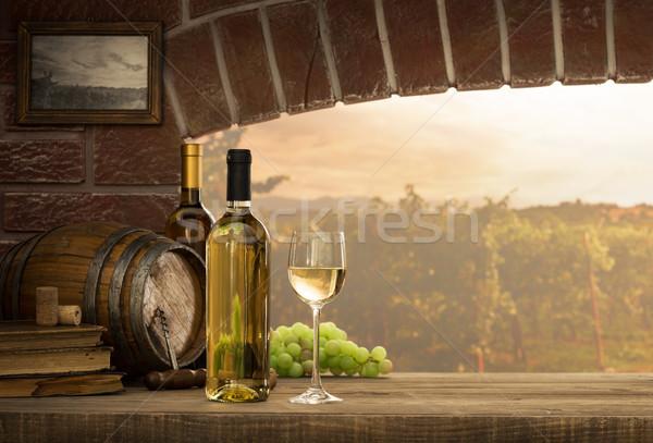 Beyaz şarap tatma bodrum şişeler Stok fotoğraf © stokkete