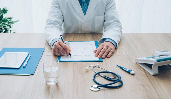 Médico de trabajo profesional oficina escritorio Foto stock © stokkete