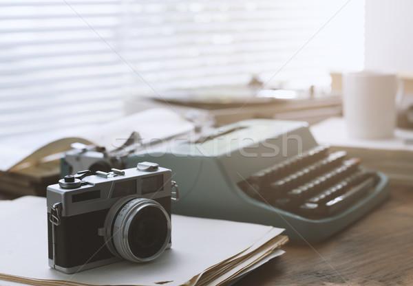 Tél újságíró klasszikus asztali írógép kamera Stock fotó © stokkete