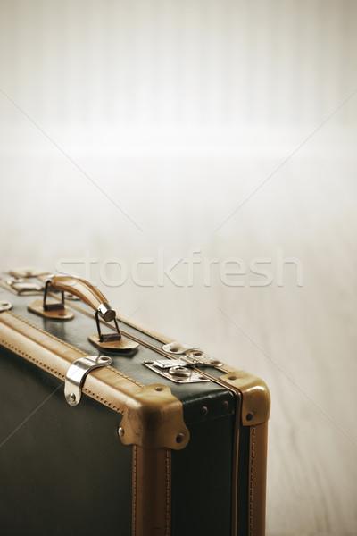 Klasszikus csomagok bőrönd közelkép szoba utazás Stock fotó © stokkete