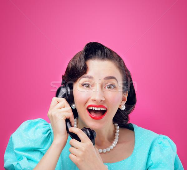 Una buena noticia sonriendo vintage mujer hablar teléfono Foto stock © stokkete