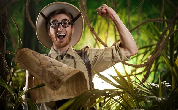 Explorador direito caminho selva jovem Foto stock © stokkete