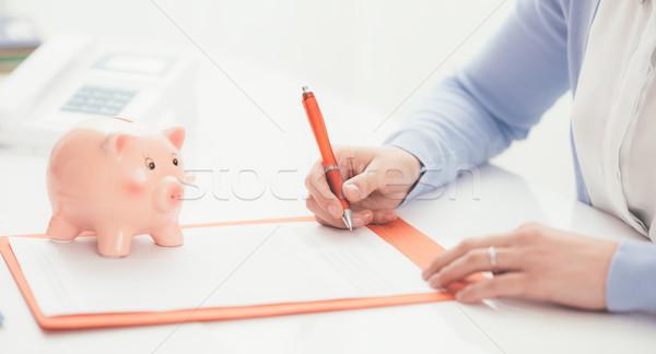 Pénzügyi tervezés nő aláírás szerződés persely kölcsön Stock fotó © stokkete