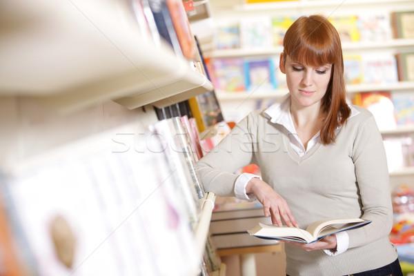 Сток-фото: молодые · библиотека · портрет · студент · женщины
