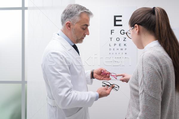 Kadın çift gözlük göz muayenesi göz doktoru Stok fotoğraf © stokkete