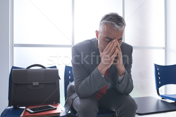 Deprimido empresario sala de espera sesión espera Foto stock © stokkete