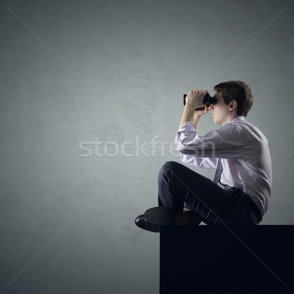 Másfelé néz fiatal üzletember diák néz látcső Stock fotó © stokkete