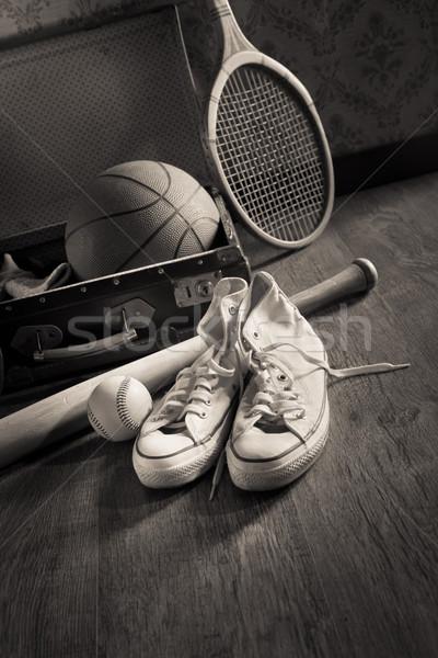 Bağbozumu bavul spor malzemeleri tuval ayakkabı Stok fotoğraf © stokkete
