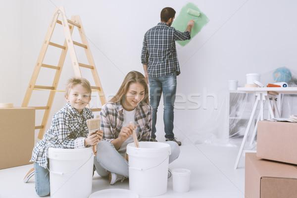Foto stock: Melhoramento · da · casa · jovem · família · casa · pintura