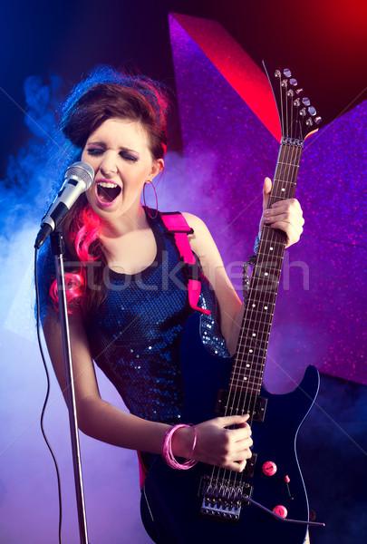 Młodych piękna rock star nastolatek śpiewu gry Zdjęcia stock © stokkete