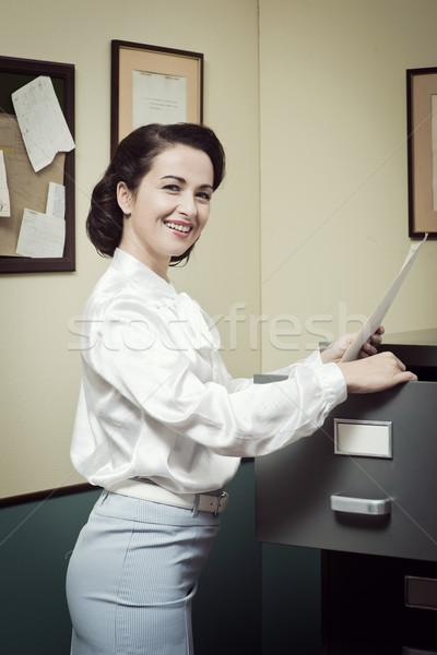 Mosolyog titkárnő keres akták faliszekrény klasszikus Stock fotó © stokkete
