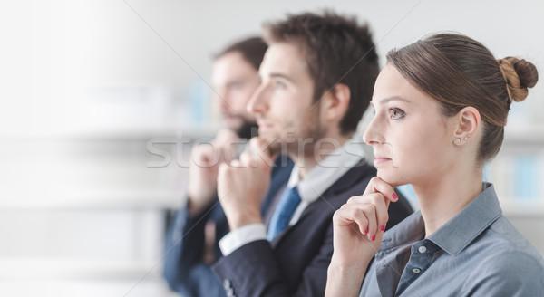 Gente de negocios seminario centrado escuchar mano barbilla Foto stock © stokkete