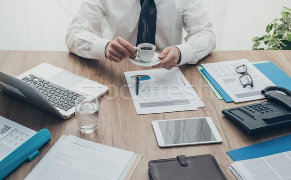 Stock fotó: Kávészünet · profi · vállalati · üzletember · dolgozik · irodai · asztal