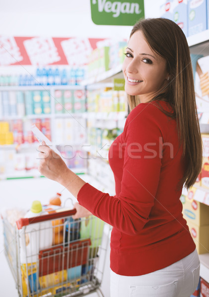 Zdjęcia stock: Szczęśliwy · kobieta · sklep · spożywczy · młoda · kobieta · zakupy