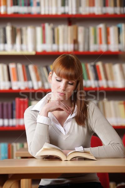 Сток-фото: молодые · студент · библиотека · женщины · рабочих · чтение