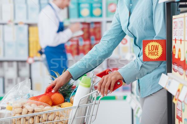 Stock fotó: élelmiszer · vásárlás · bolt · nő · áruház · toló