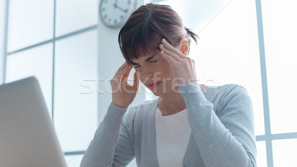 исчерпанный деловая женщина головная боль рабочих Сток-фото © stokkete