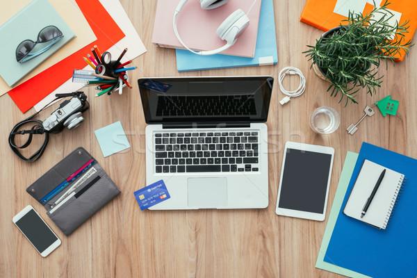 Działalności pulpit karty kredytowej laptop cyfrowe tabletka Zdjęcia stock © stokkete