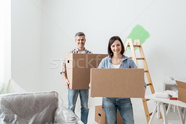 情侶 移動 快樂 家 商業照片 © stokkete