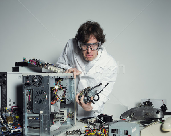 Reparação de computadores retrato computador técnico destruído trabalhando Foto stock © stokkete
