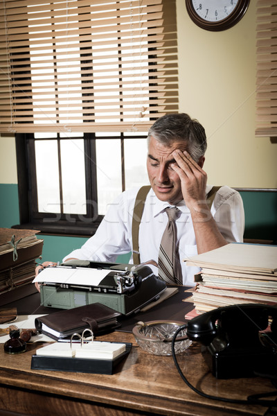 Wyczerpany retro reporter głowy pracy Zdjęcia stock © stokkete