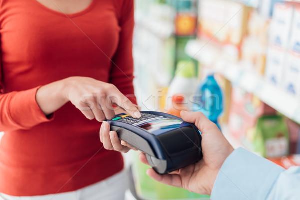Stockfoto: Vrouw · kassa · supermarkt · veiligheid · pin · winkelen