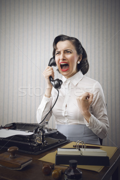 Foto d'archivio: Giovani · donna · d'affari · telefono · ufficio · macchina · da · scrivere