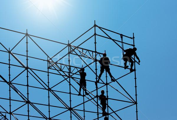Trabajador de la construcción silueta construcción trabajadores de trabajo cielo azul Foto stock © stokkete