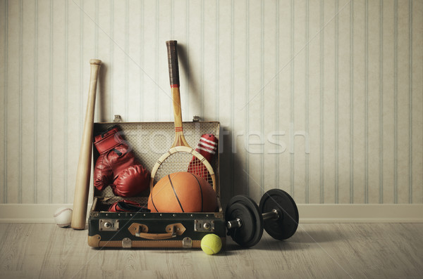 Equipamentos esportivos velho mala viajar papel de parede vintage Foto stock © stokkete