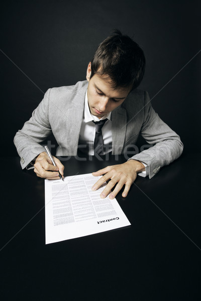 Contract zakenman ondertekening business man teken Stockfoto © stokkete