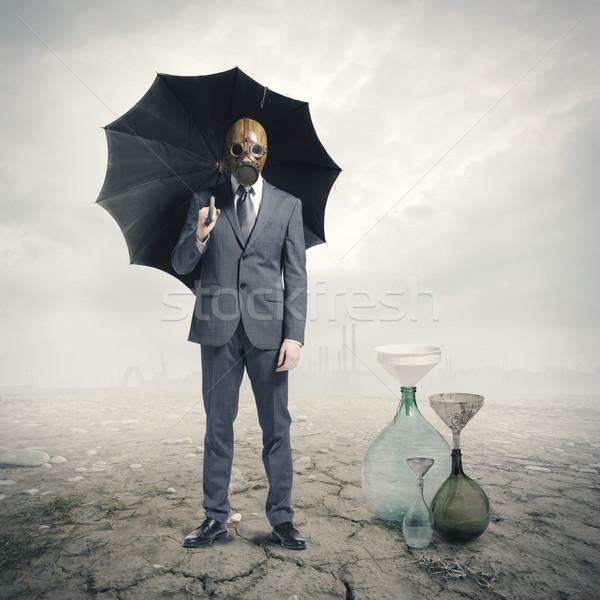 Globális vár eső épületek öltöny portré Stock fotó © stokkete