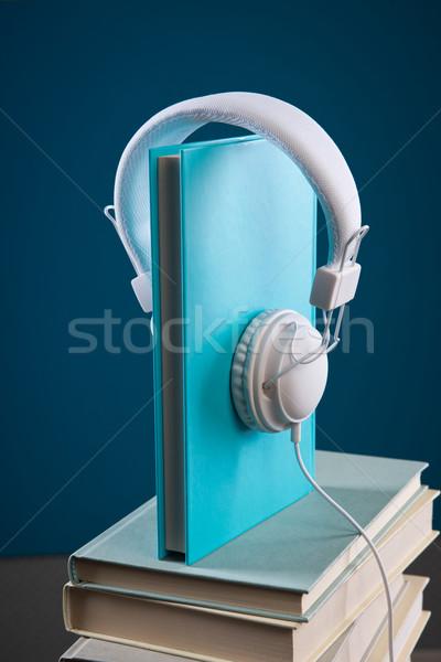Könyv fejhallgató köteg keményfedeles könyvek kék Stock fotó © stokkete