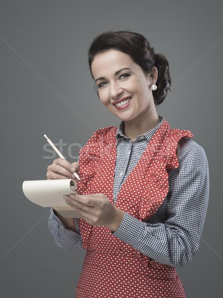 Casalinga iscritto giù ricetta ingredienti sorridere Foto d'archivio © stokkete