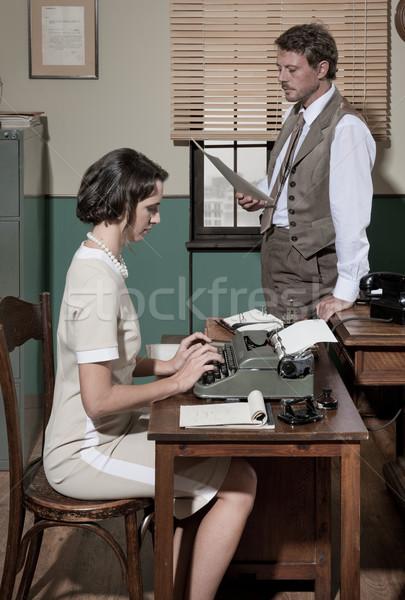 Diretor secretário escritório papelada jovem Foto stock © stokkete