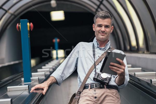 Touristiques escalator écran tactile comprimé Photo stock © stokkete