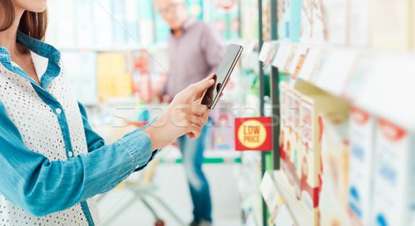 Shopping réalité femme supermarché produits Photo stock © stokkete
