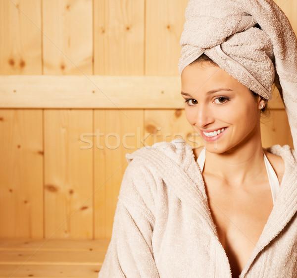 Relajante sauna jóvenes mujer atractiva sonriendo spa Foto stock © stokkete