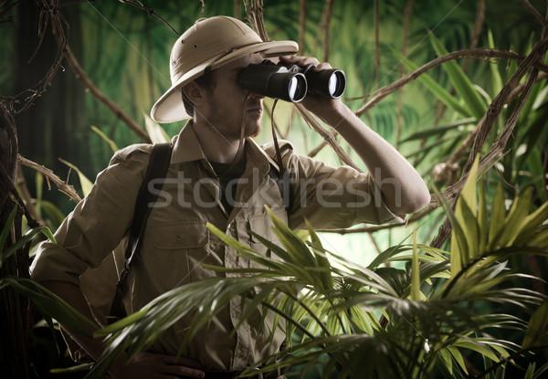 Odkrywca dżungli lornetki ekspert przygoda Zdjęcia stock © stokkete