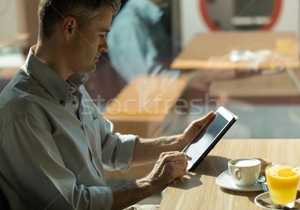 Kahvaltı bar işadamı oturma pencere çalışma Stok fotoğraf © stokkete