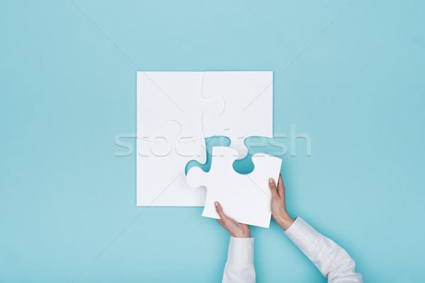 Nő kirakós játék utolsó hiányzó darab megoldások Stock fotó © stokkete